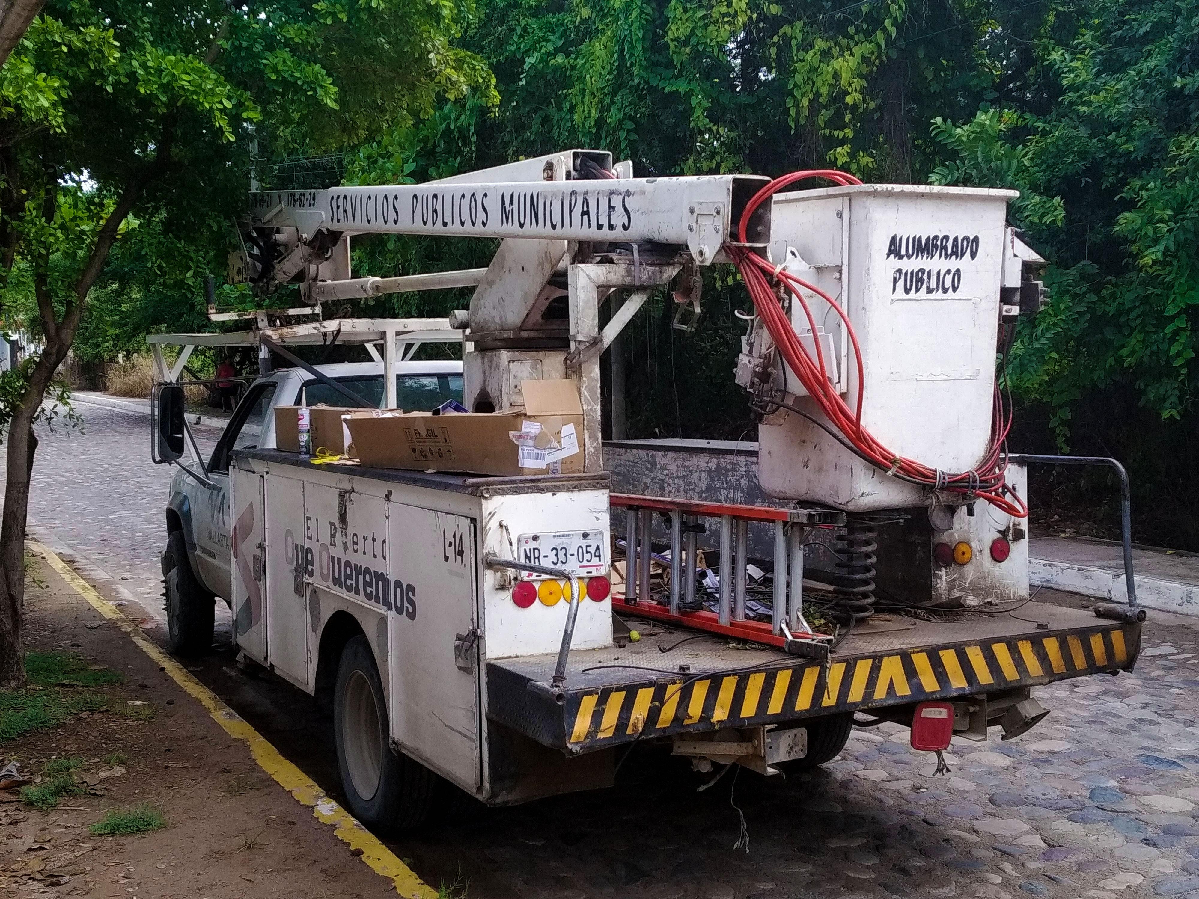 Camion de Alumbrado Público en Puerto Vallarta, Jalisco
