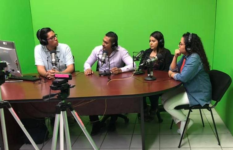 Programa de radio sobre el origen de la FEU con entrevista a coordinadora ejecutiva